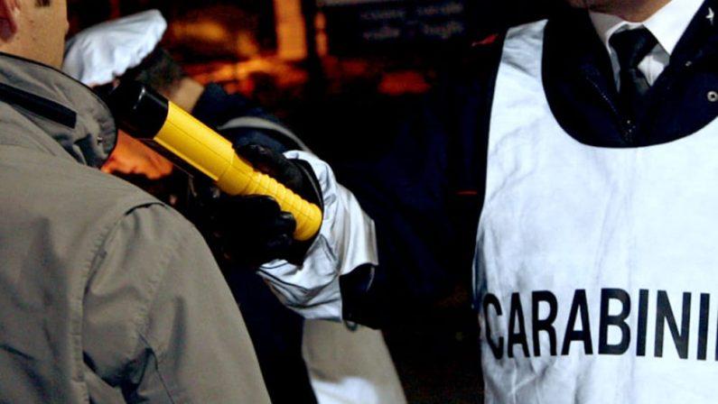 Alla guida dell'auto con un tasso alcolemico di 3,05Denuncia e ritiro di patente per un uomo nel Crotonese
