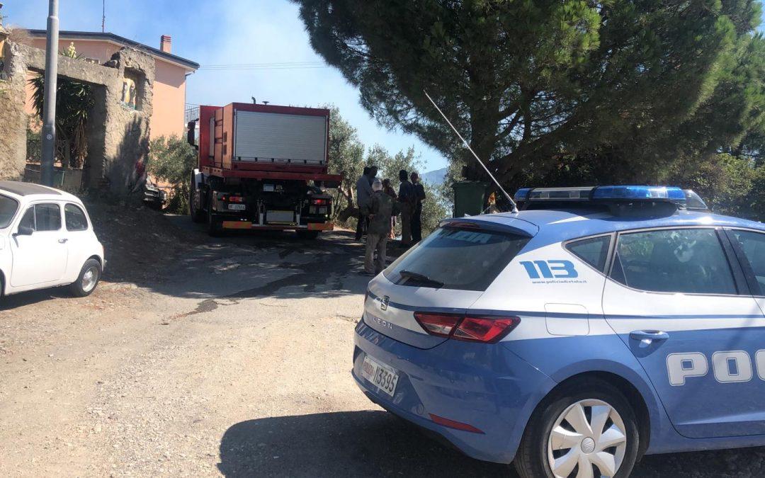 Due incendi lambiscono alcune case a Catanzaro  Cittadini fermano un responsabile, denunciato