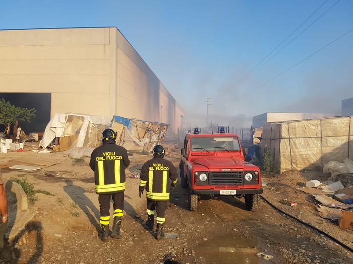 La Felandina, scoppia una bombola del gasMuore una migrante per l'incendio che ne è scaturito