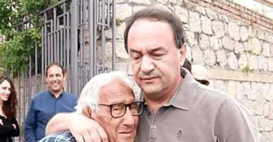 Il padre di Lucano sta morendo e lui non può vederlo  Un appello a Mattarella per l'ex sindaco di Riace