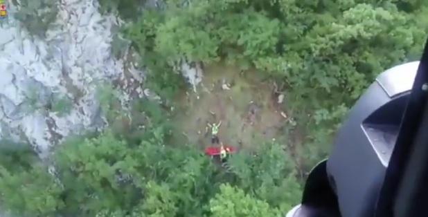Caserta, cade in un burrone con il parapendio, salvato dall'aeronautica militare