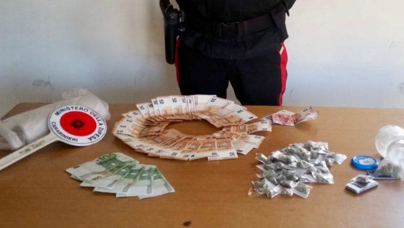 Napli, arrestano 19enne per droga e tentata corruzione