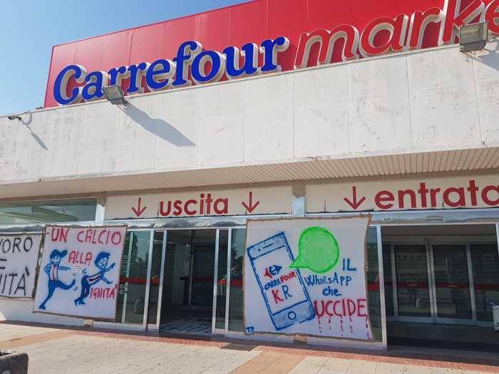 Il negozio Carrefour di Crotone