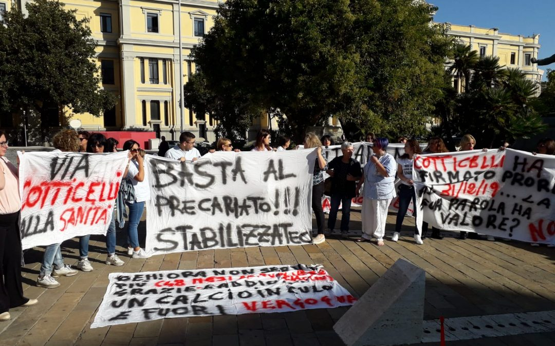 La rabbia dei precari della sanità, in piazza a Catanzaro per chiedere certezze