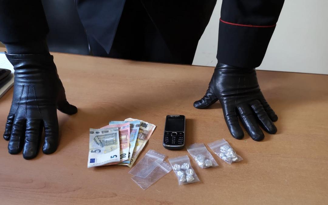 Fugge all'alt perché porta cocaina. 31enne arrestato