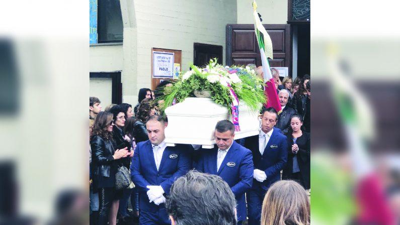 Cosenza, la città in lutto dopo la tragedia I funerali di Paolo, Mario e Federico