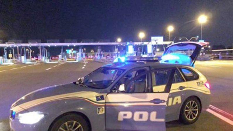 Droga: Polstrada trova 16 chili di cocaina su un autocarro in A1, arrestati due calabresi