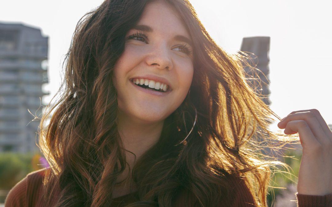 """La youtuber Valeria Vedovatti 16 anni e mezzo milione di followers, autrice di  """"Come stai?"""""""