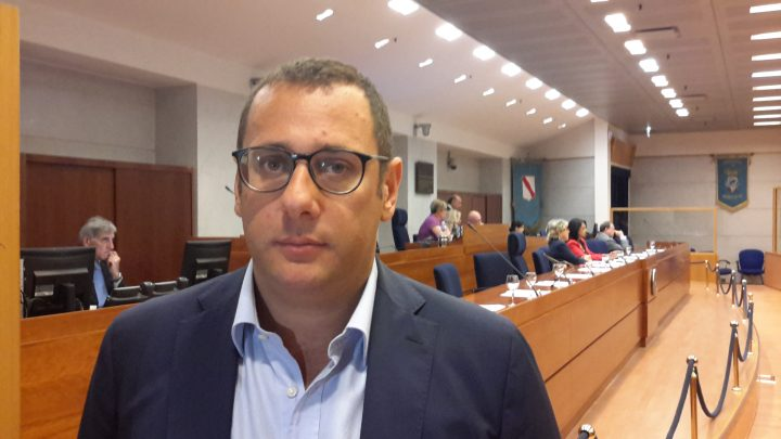 Cesaro, De Luca non può dare lezioni sul precariato