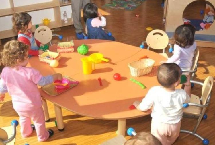 Maltrattamenti ai bimbi dell'asilo nel Cosentino, arrestate due maestre
