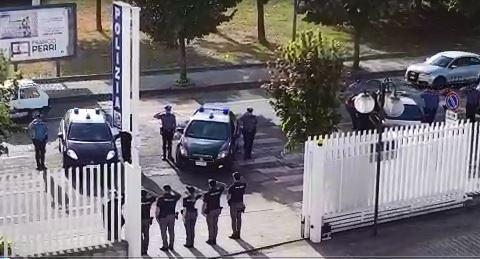 Poliziotti uccisi a Trieste, i carabinieri rendono omaggio nel Commissariato di Lamezia Terme