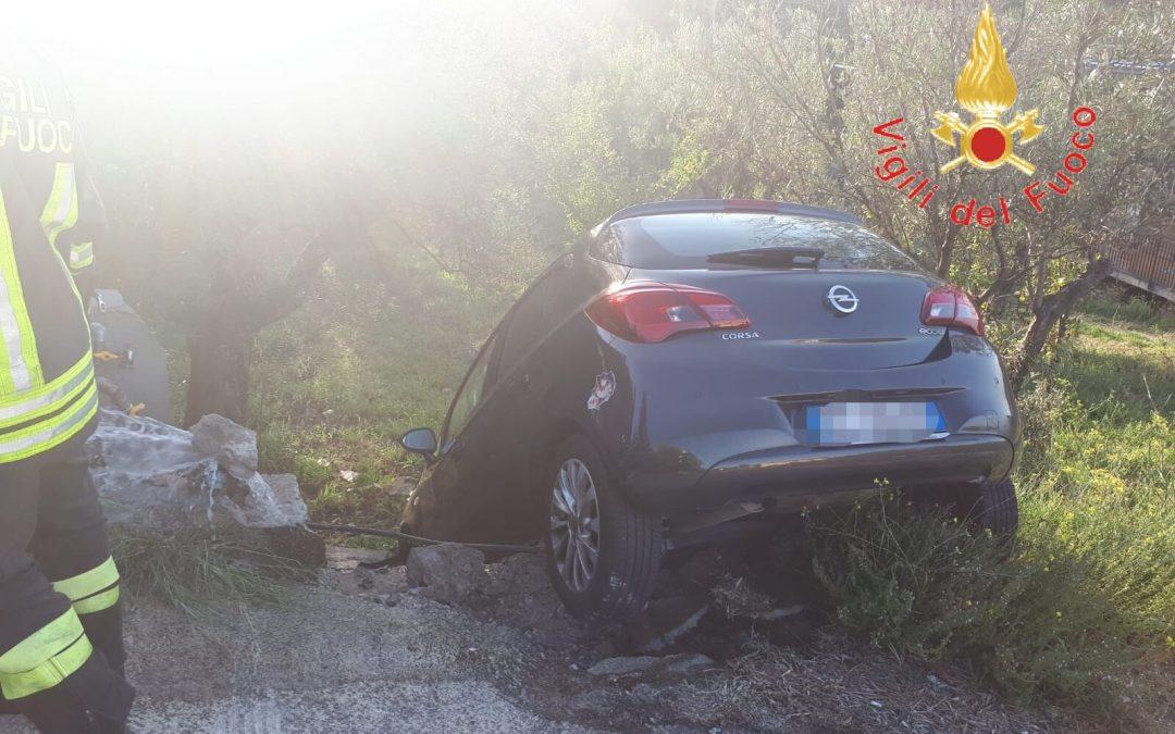 Auto finisce fuori strada e trancia il tubo del gas, donna ferita a Catanzaro