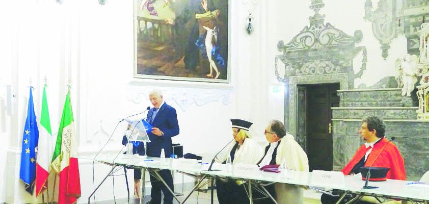 A Napoli la laurea honoris causa a De Gennaro