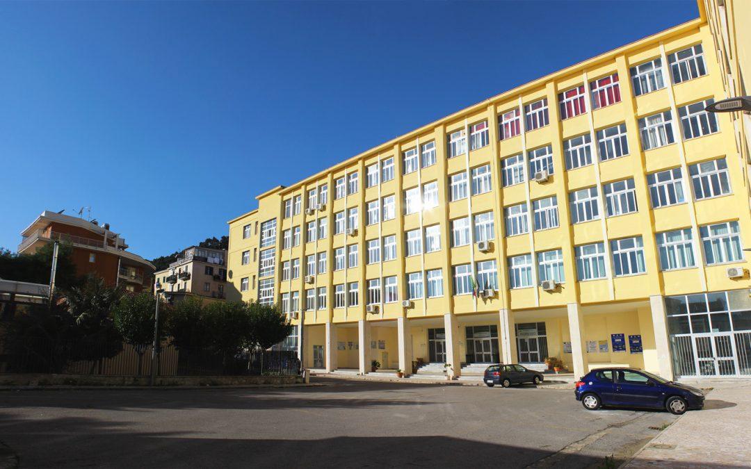Salerno, malore in classe, muore studentessa