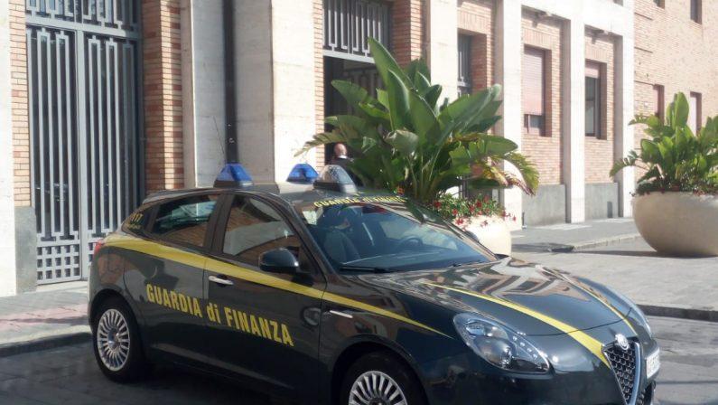 Blitz della guardia di finanza al Comune di Vibo, acquisiti documenti negli uffici