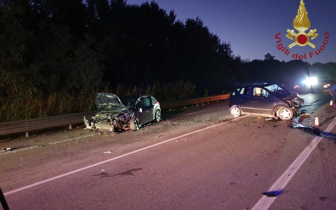 Incidenti stradali, frontale sulla statale 106 nel Crotonese: due feriti