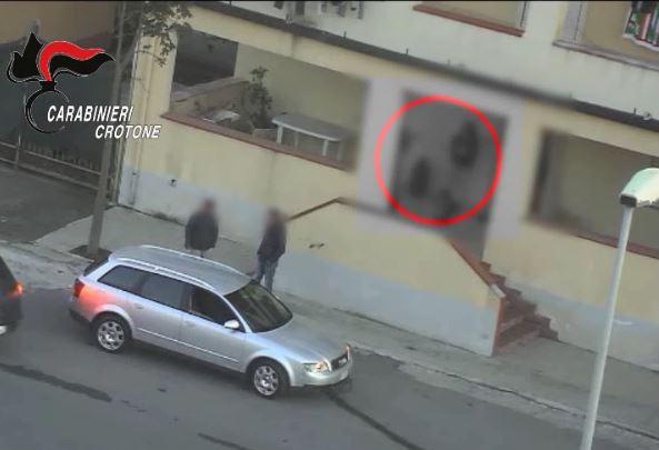 Spaccio di droga vicino alle scuole utilizzando anche minori, 13 arresti a Crotone