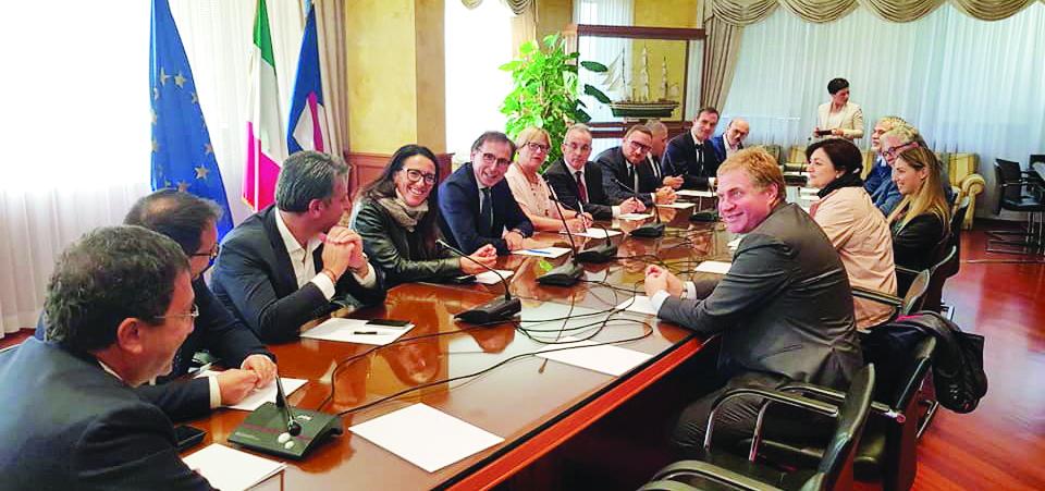 Regionali, prove di dialogo tra Pd e M5s