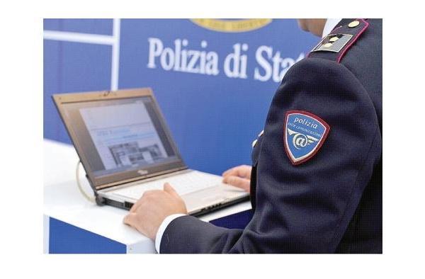 Offese a Polizia su Facebook, denunciato per vilipendio della Repubblica