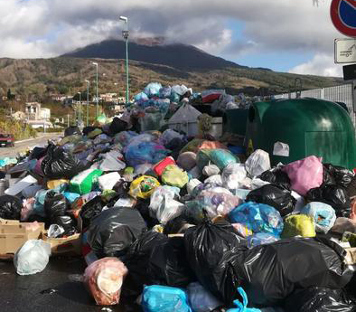 """""""Rivolta contro la spazzatura"""""""