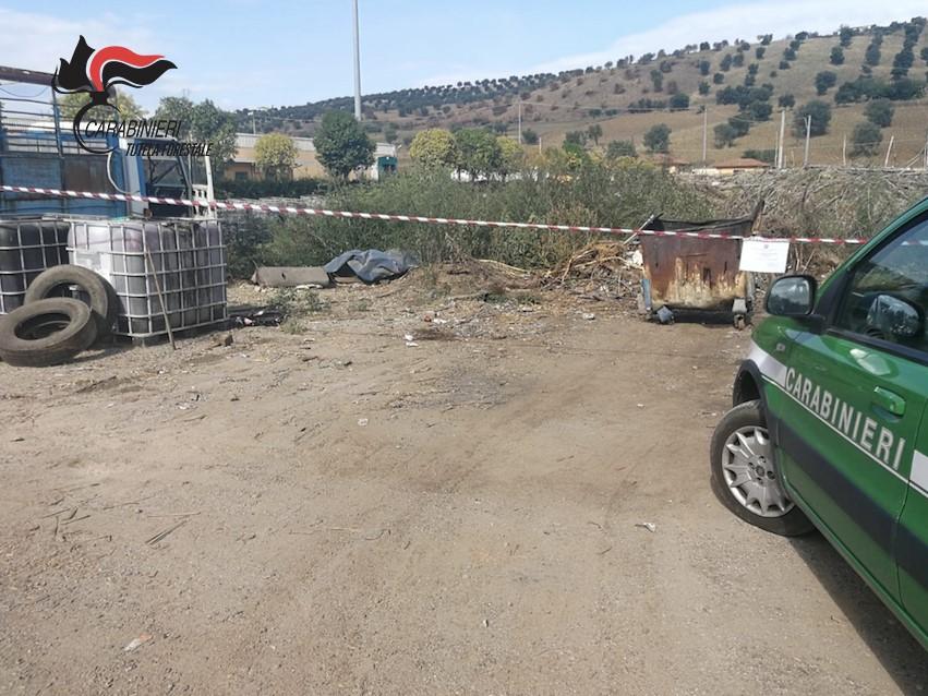 Smaltiva rifiuti bruciandoli in un cassone, denunciato imprenditore nel Cosentino