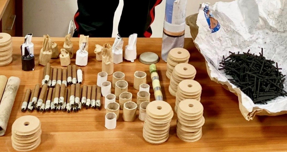 Fabbricava ordigni  artigianali nello scantinato, 53enne arrestato