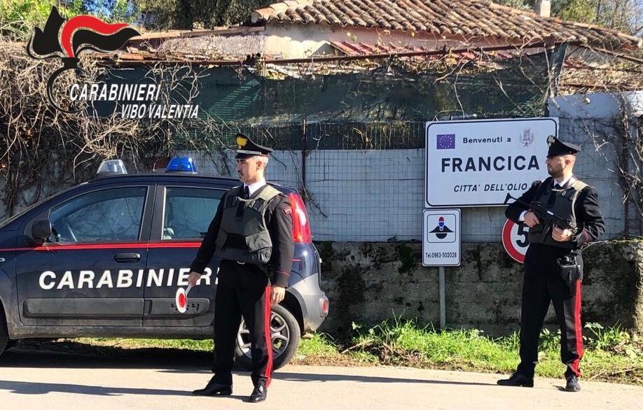 Picchia e sequestra la madre per avere i soldi della pensione, arrestato 36enne nel vibonese