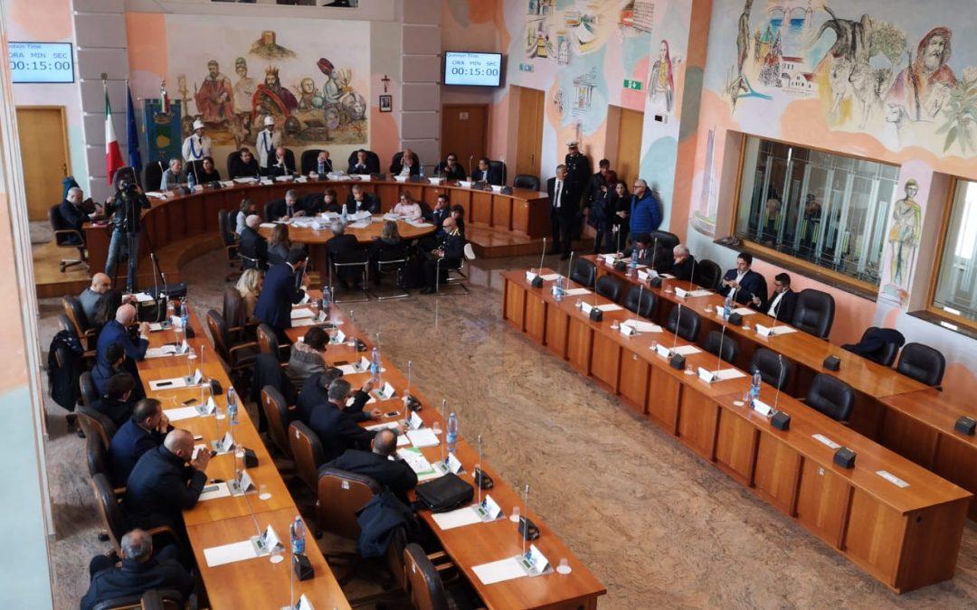 Il consiglio comunale in riunione per la dichiarazione di dissesto