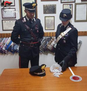 Droga: ai domiciliari ma con 58 dosi di eroina, nuovo arresto a Crotone