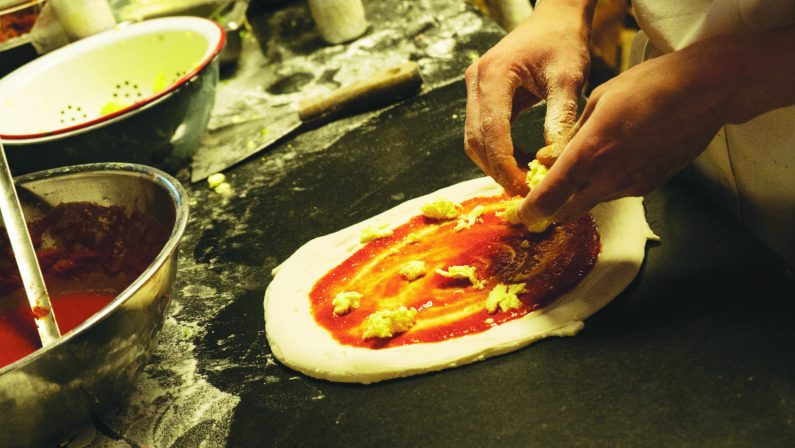 "Coronavirus, Fase 2: boom di richieste, pizzeria diCaserta vara ""numero chiuso"""