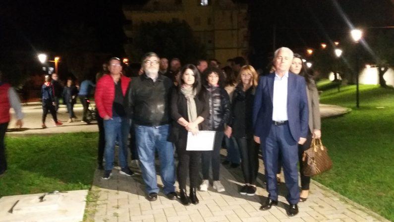 Rifiuti di mezza Italia ammassati nel capannone dei veleni nel Lametino: «Ora basta, bonificare l'area»