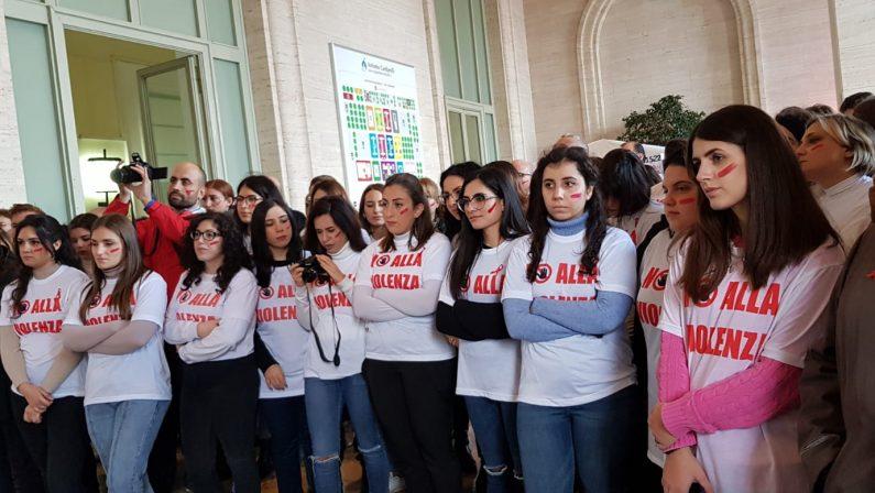 Flash mob e musica, il Cardarelli dice no alla violenza di genere