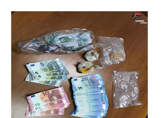 Droga, sorpreso con 60 grammi di cocaina purissima e denaro contante: arrestato nel Cosentino