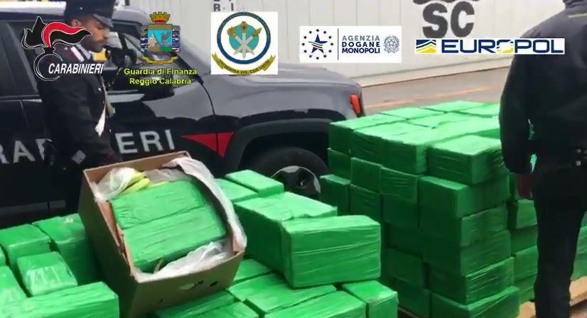 Sequestrata una tonnellata di cocaina nel porto di Gioia Tauro: era diretta alla 'ndrangheta