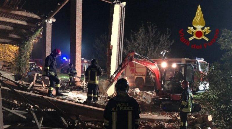Tre vigili del fuoco morti per l'esplosione di una cascina in Piemonte, uno è calabrese