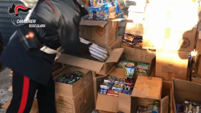Sequestrata una tonnellata di fuochi pirotecnici nel Reggino: a rischio incolumità delle persone - VIDEO