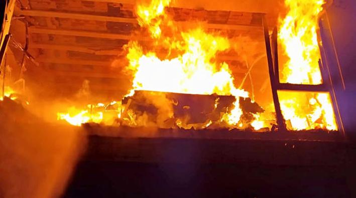 Salerno, si incendia fabbricato, muore 80enne