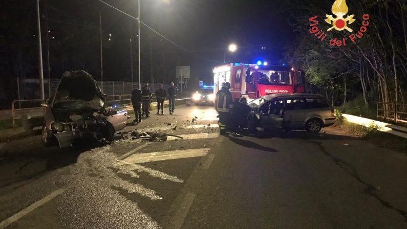 Scontro frontale tra due auto a Catanzaro, grave un giovane di 24 anni