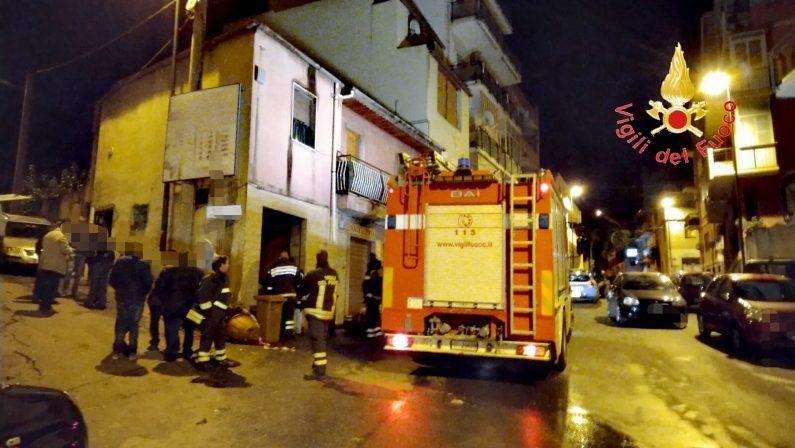 Tragedia sfiorata a Reggio, esplode bombola di gas in una macelleria: feriti vigili del fuoco e poliziotti