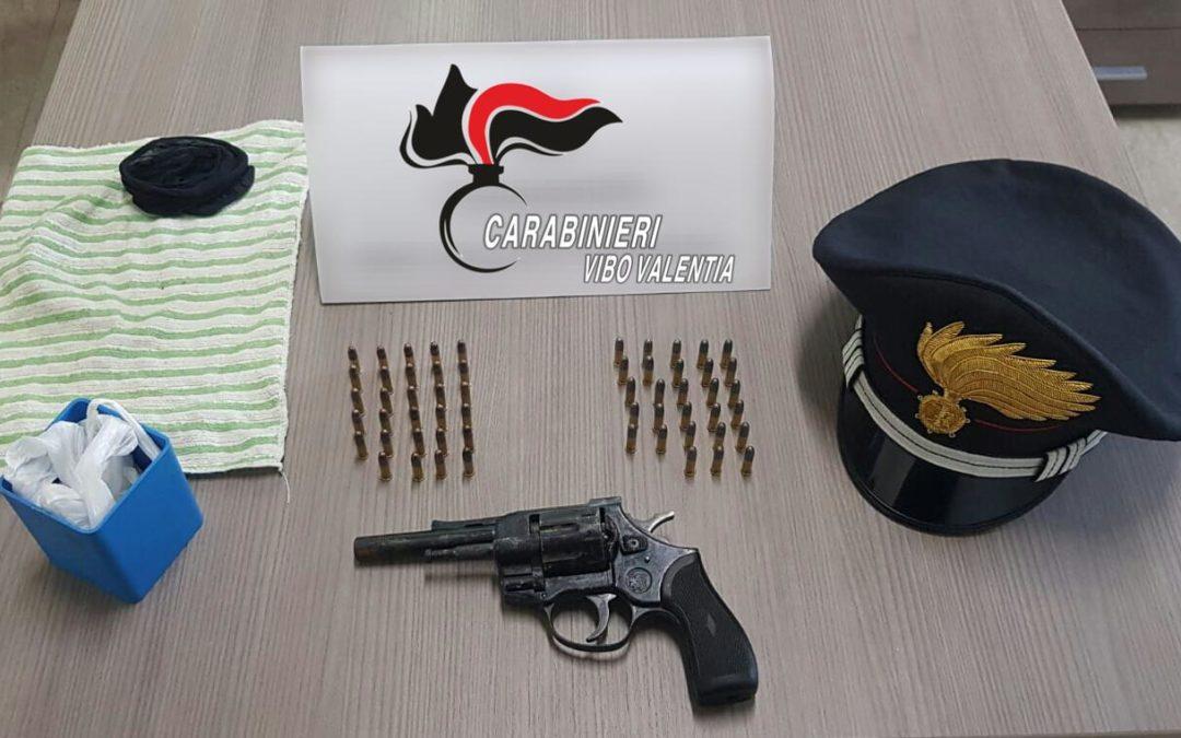 Pistola e munizioni in tasca, arrestato un uomo a Vibo