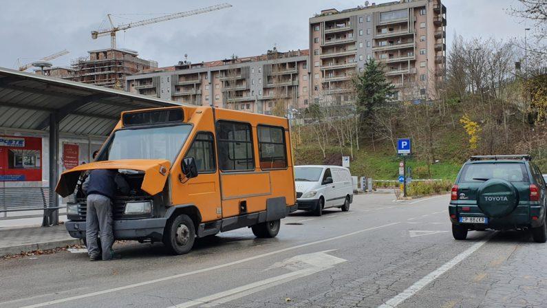 """Potenza, altri due bus della """"Trotta"""" fermi in strada"""