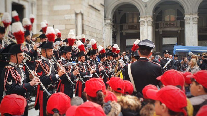La fanfara dei carabinieri a Forcella e al Duomo