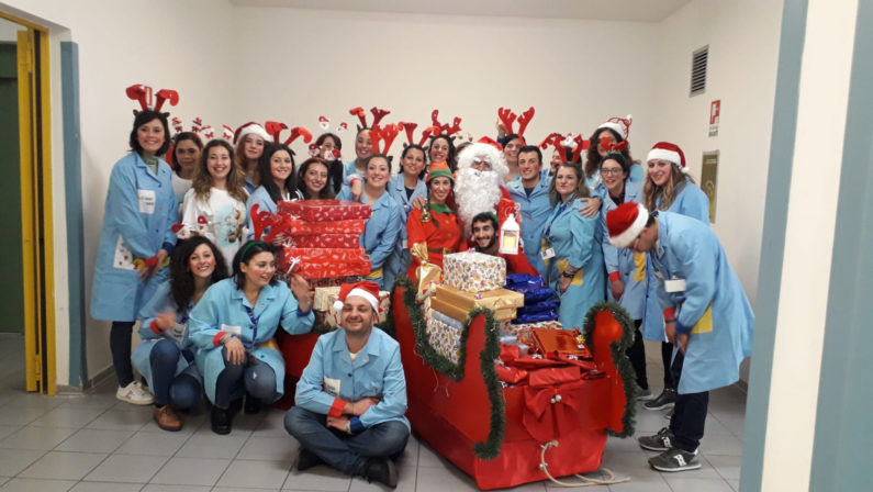I volontari dell'Abio portano il Natale all'Annunziata di Cosenza