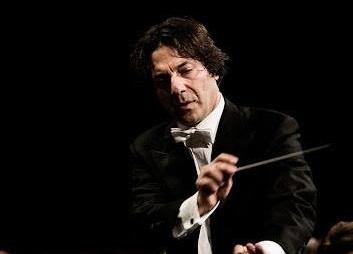 Il direttore d'orchestra calabrese Antonio Puccio con la Philharmonie Salzburg in tournée nell'Estremo Oriente