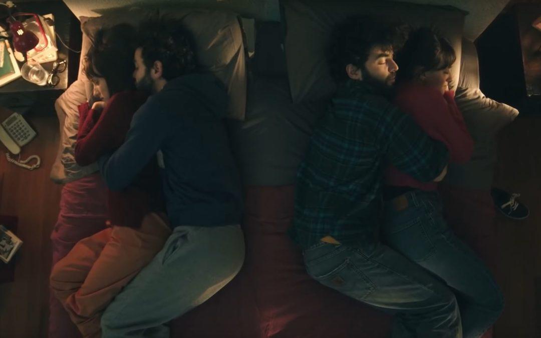 """Brunori Sas, il nuovo video """"Per due che come noi"""" è già un successo su Youtube – VIDEO"""