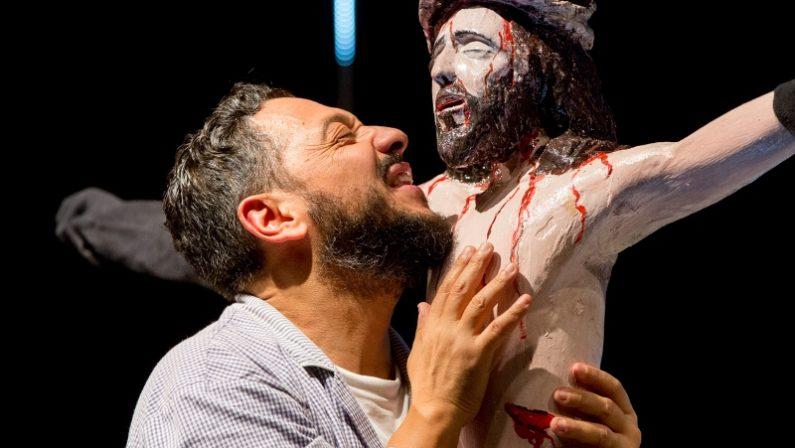 Teatro, De Luca: «Vinciamo i premi Ubu ma in Calabria passiamo per briganti»