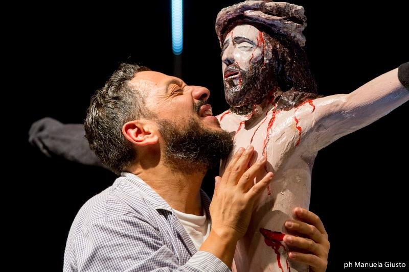 """Dario De Luca in una scena di """"Il Vangelo secondo Antonio"""""""