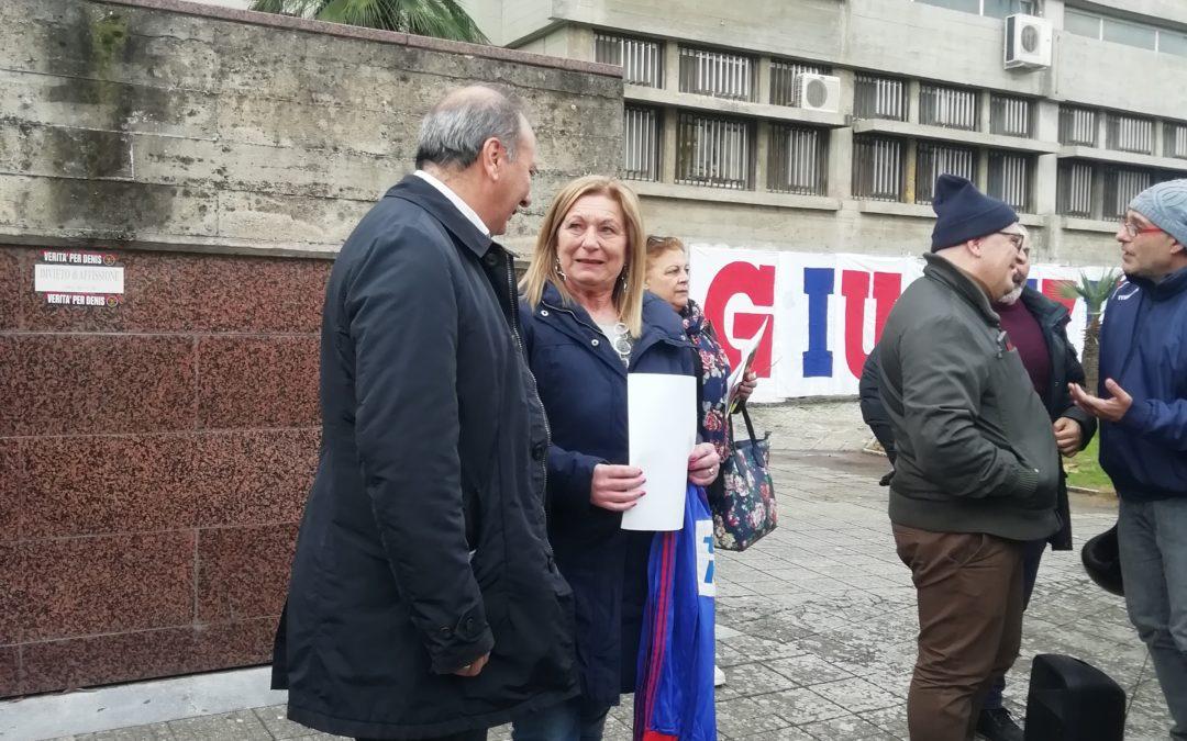 Caso Bergamini, protesta a Cosenza. La sorella: «Trasferire Facciolla è stata una fucilata»
