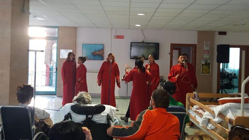 """Emozioni in musica per i pazienti dell'Hospice di Solofra per il concerto del coro """"Non solo Gospel"""""""