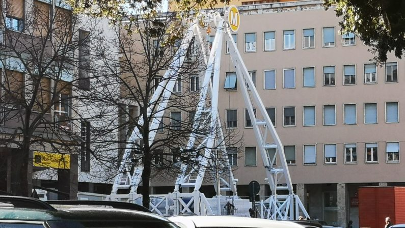 Cosenza, prende forma la ruota panoramica a piazza dei Bruzi